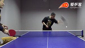 乒乓生活教学视频 高手教你全台正手冲下旋,侧身发力与拉小三角