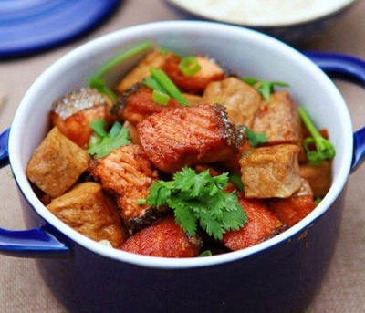 三文鱼的吃法—炖豆腐