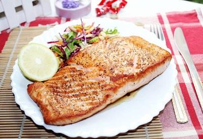 三文鱼的吃法—干煎三文鱼伴蔬菜沙拉